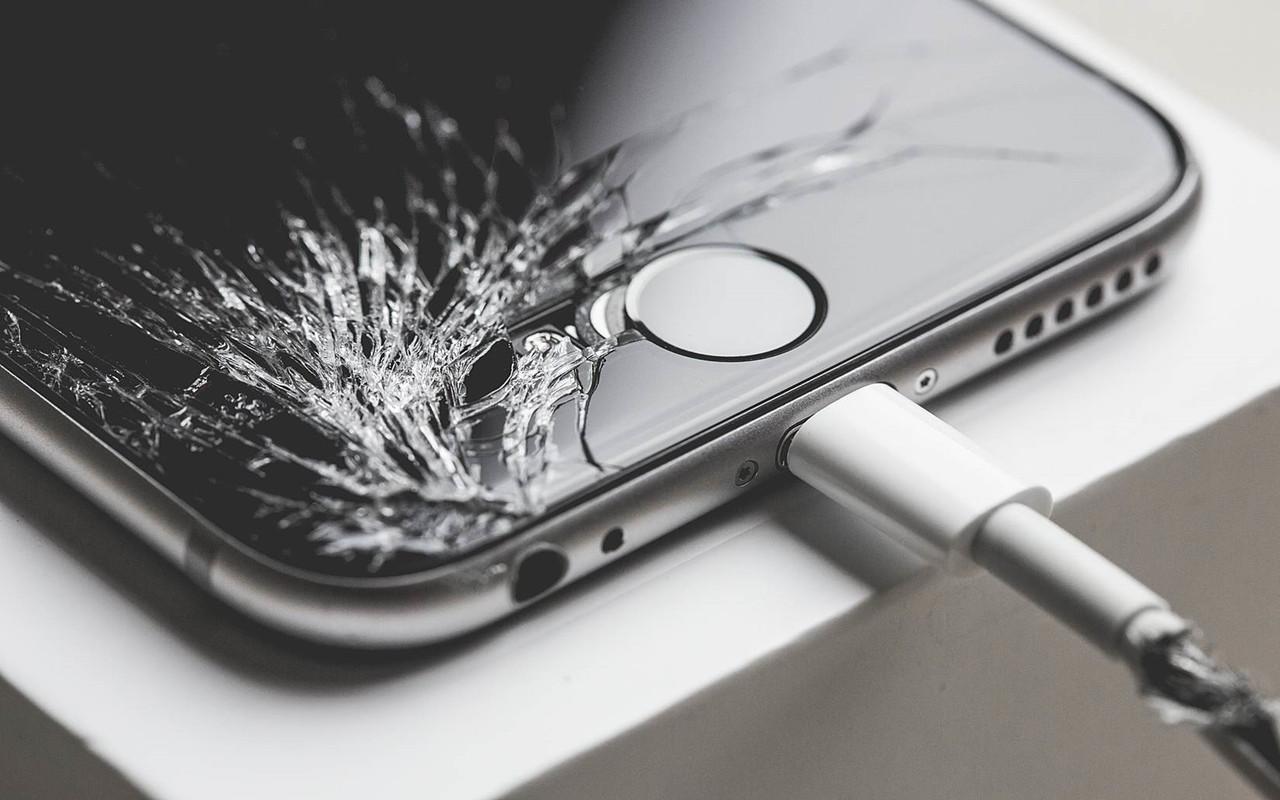 iPhone képernyő törés - Re-store iPhone szerviz